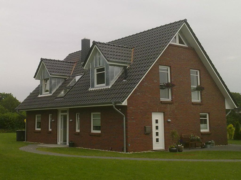 wohnhaus dachausbau dachfenster gauben giebel aus zink. Black Bedroom Furniture Sets. Home Design Ideas